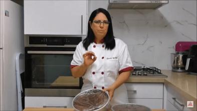 טיפ לעיצוב עוגות - איך למנוע מהעוגה להיות יבשה? | דורית יחיאל
