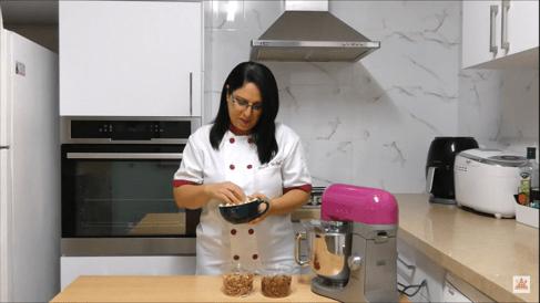 טיפ לעיצוב עוגות - איך עובדים עם תוספות לעוגה? | דורית יחיאל