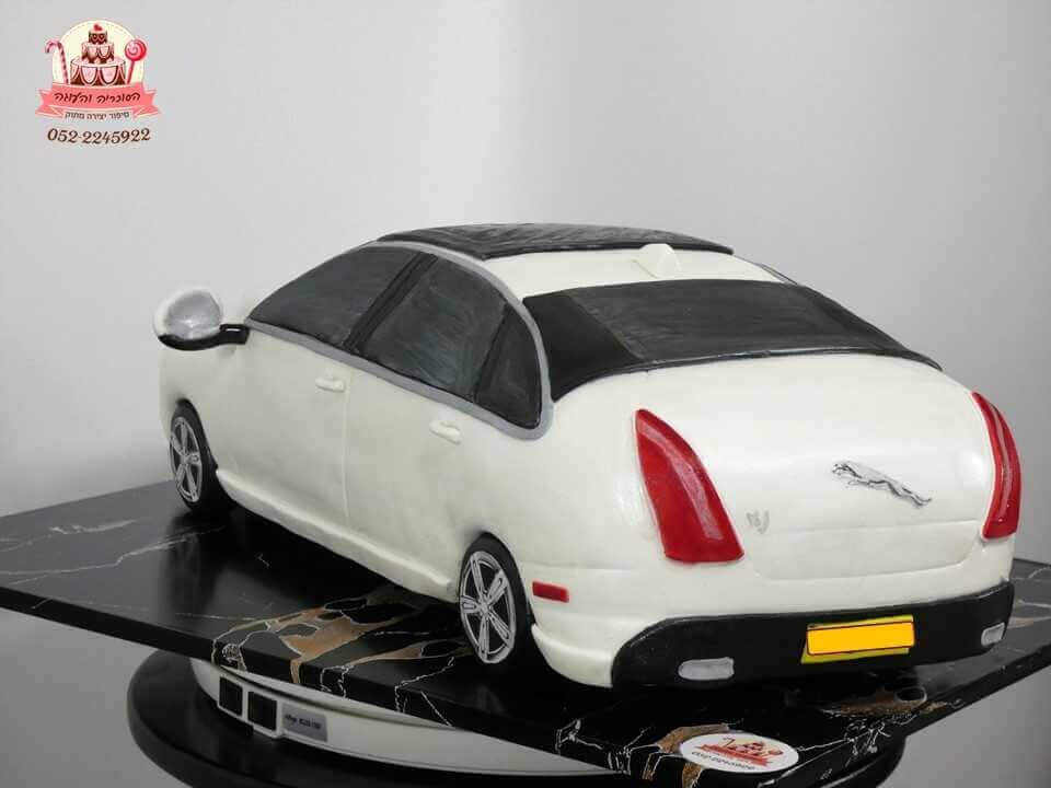 עוגה בצורת מכונית יגואר מאחור | עוגות מעוצבות למבוגרים | דורית יחיאל הסוכריה והעוגה