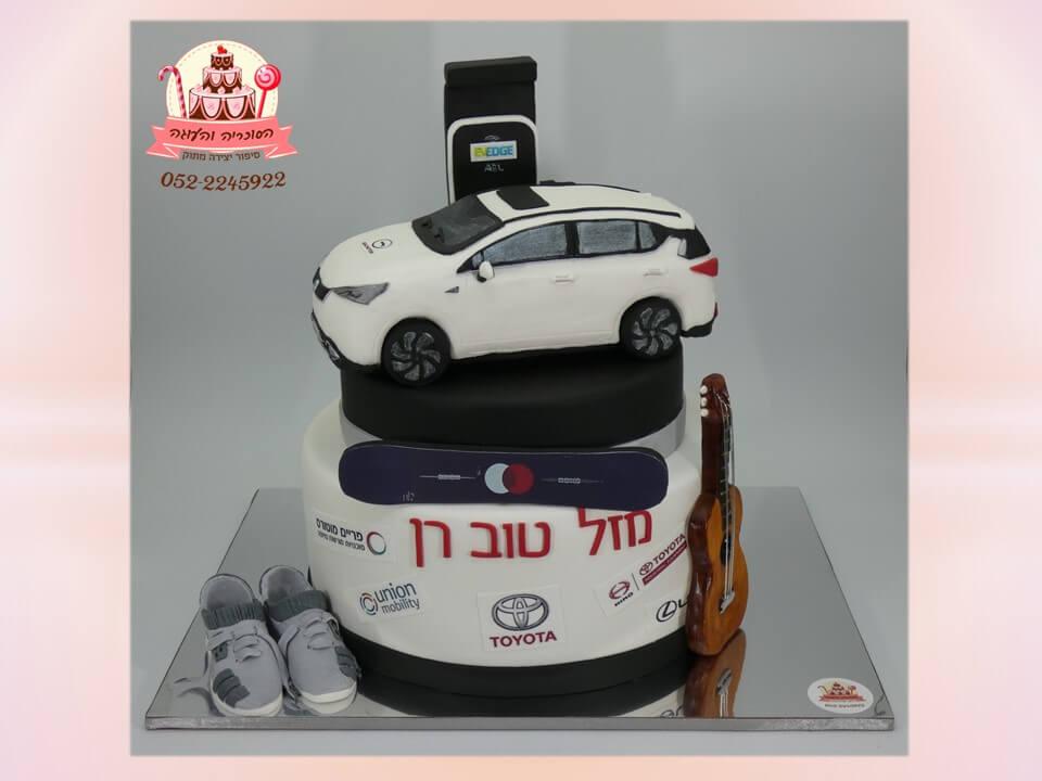 """עוגות יום הולדת מעוצבות למבוגרים, עוגה מעוצבת מבצק סוכר למנכ""""ל טויוטה, רכב דגם חדש GE3 - דורית יחיאל, הסוכריה והעוגה"""