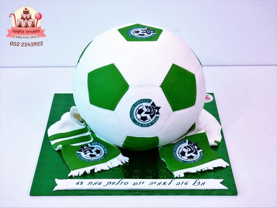 עוגה מעוצבת בצורת כדורגל מכבי חיפה