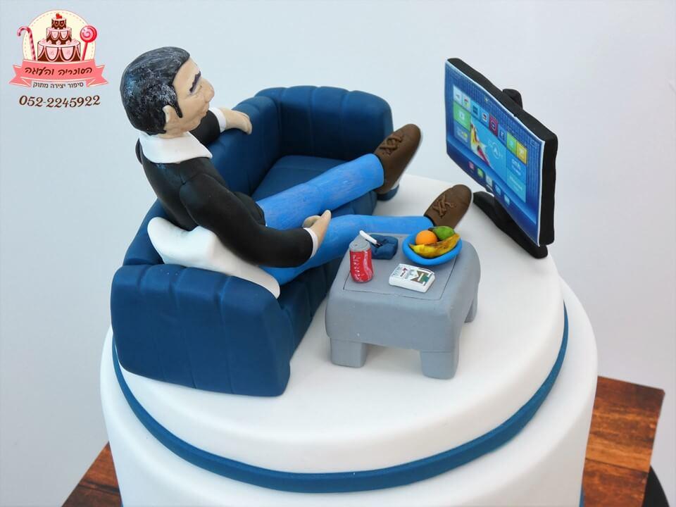 עוגה מעוצבת גבר טלוויזיה ושולחן מזווית נוספת | דורית יחיאל, העוגה והסוכריה