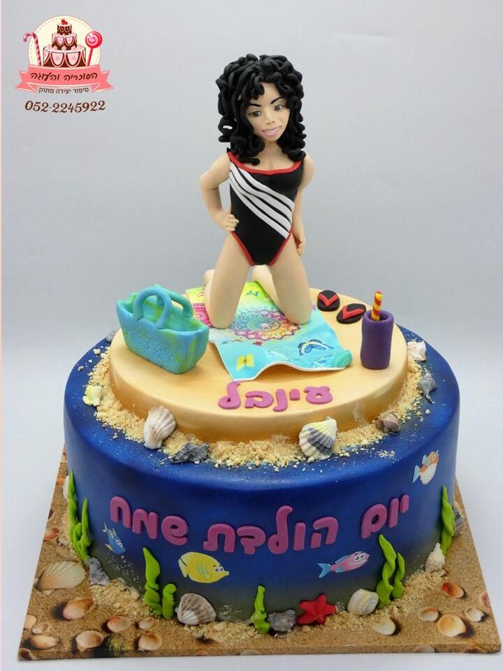 עוגה מעוצבת דמות אישה בחוף הים