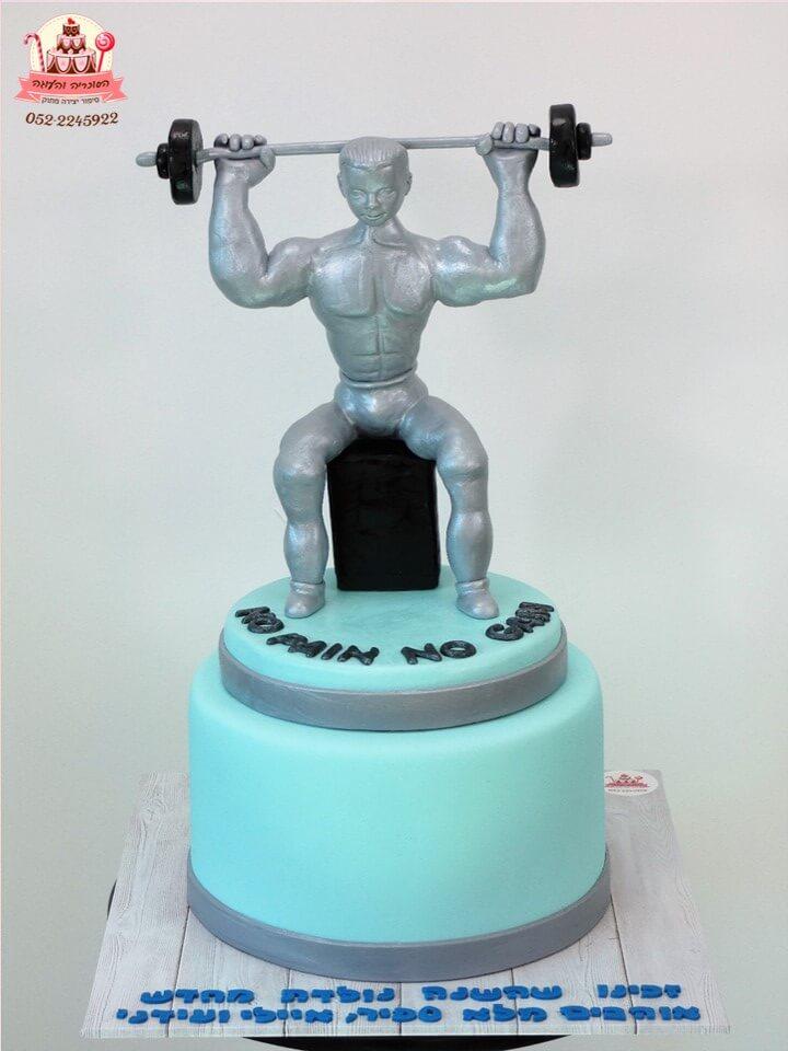 עוגה מעוצבת פסל דמות גבר עם מסר