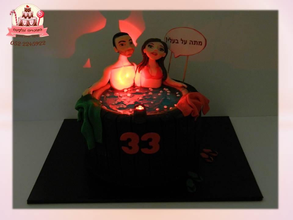עוגת יום הולדת ג'קוזי עם תאורה רומנטית