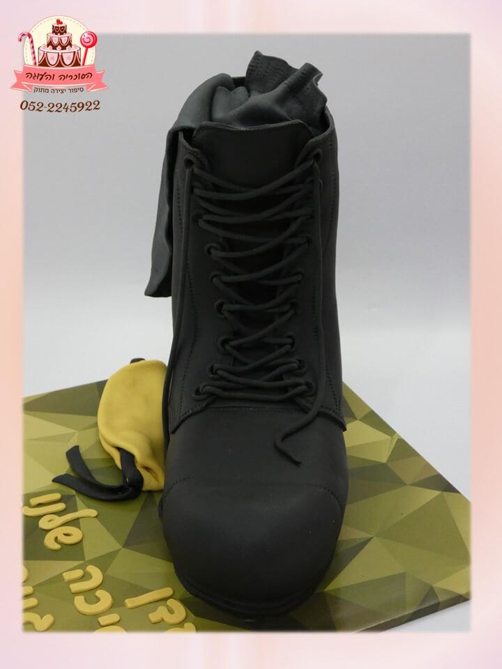 עוגת נעל צבאית ללוחמת לחגיגית גיוס