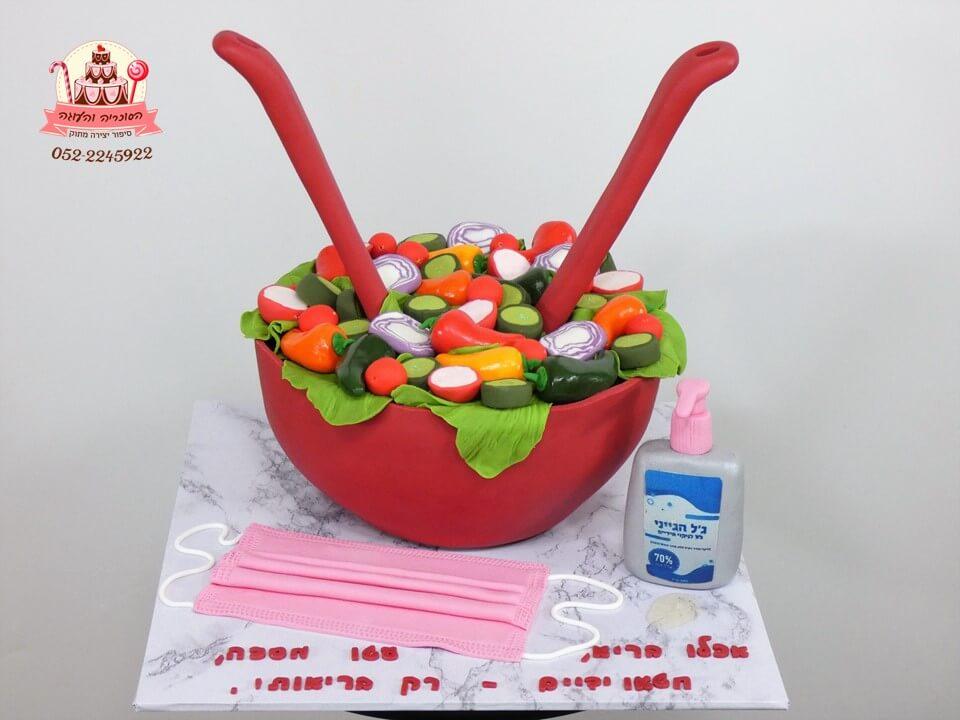 עוגה מעוצבת ברוח התקופה סלט בריאות, מסכה, ג'יל לחיטוי ידיים-הבריאות בידיים שלנו!