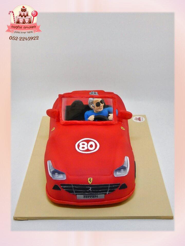 עוגה מעוצבת מכונית פרארי גג פתוח עם דמות