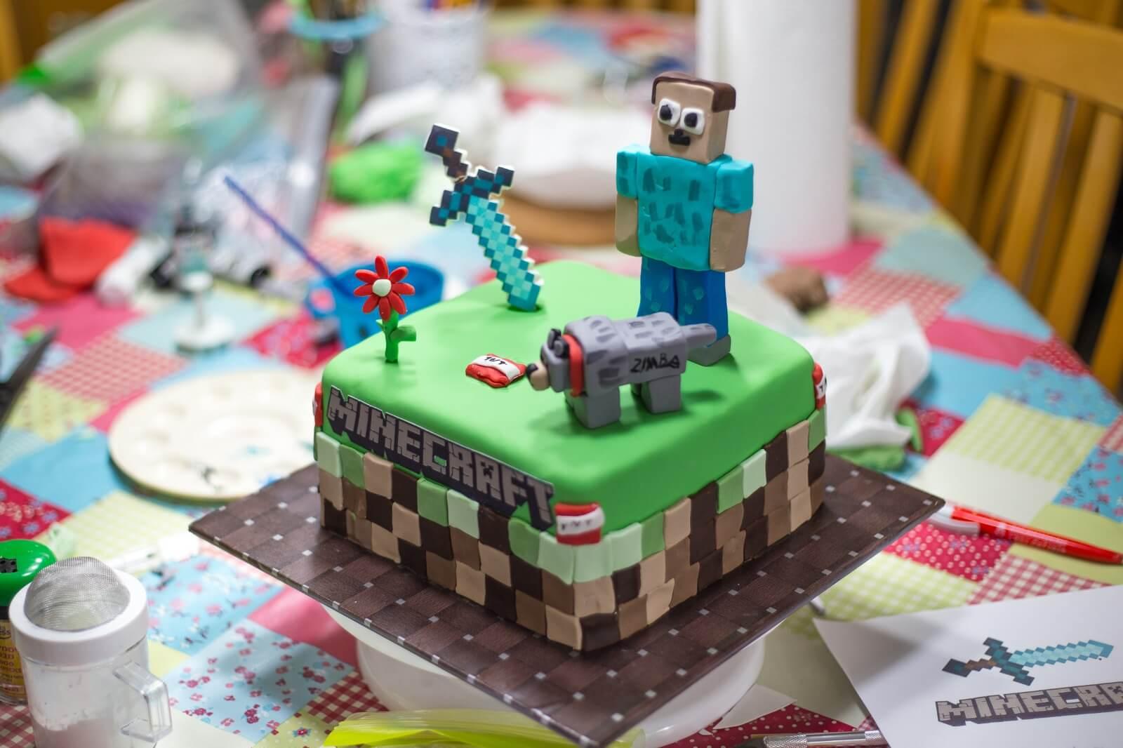 עוגת מיינקרפט יום הולדת לבן, לפי סקיצה בקשה אישית