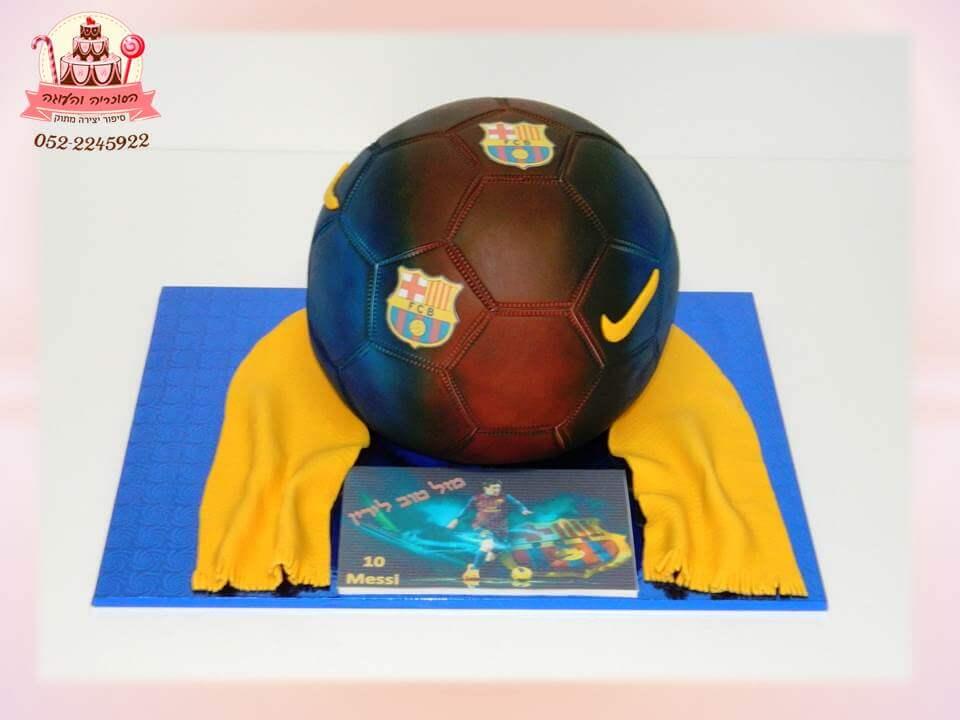 עוגה ברצלונה יוקרתית, מעוצבת בצורת כדורגל - דורית יחיאל