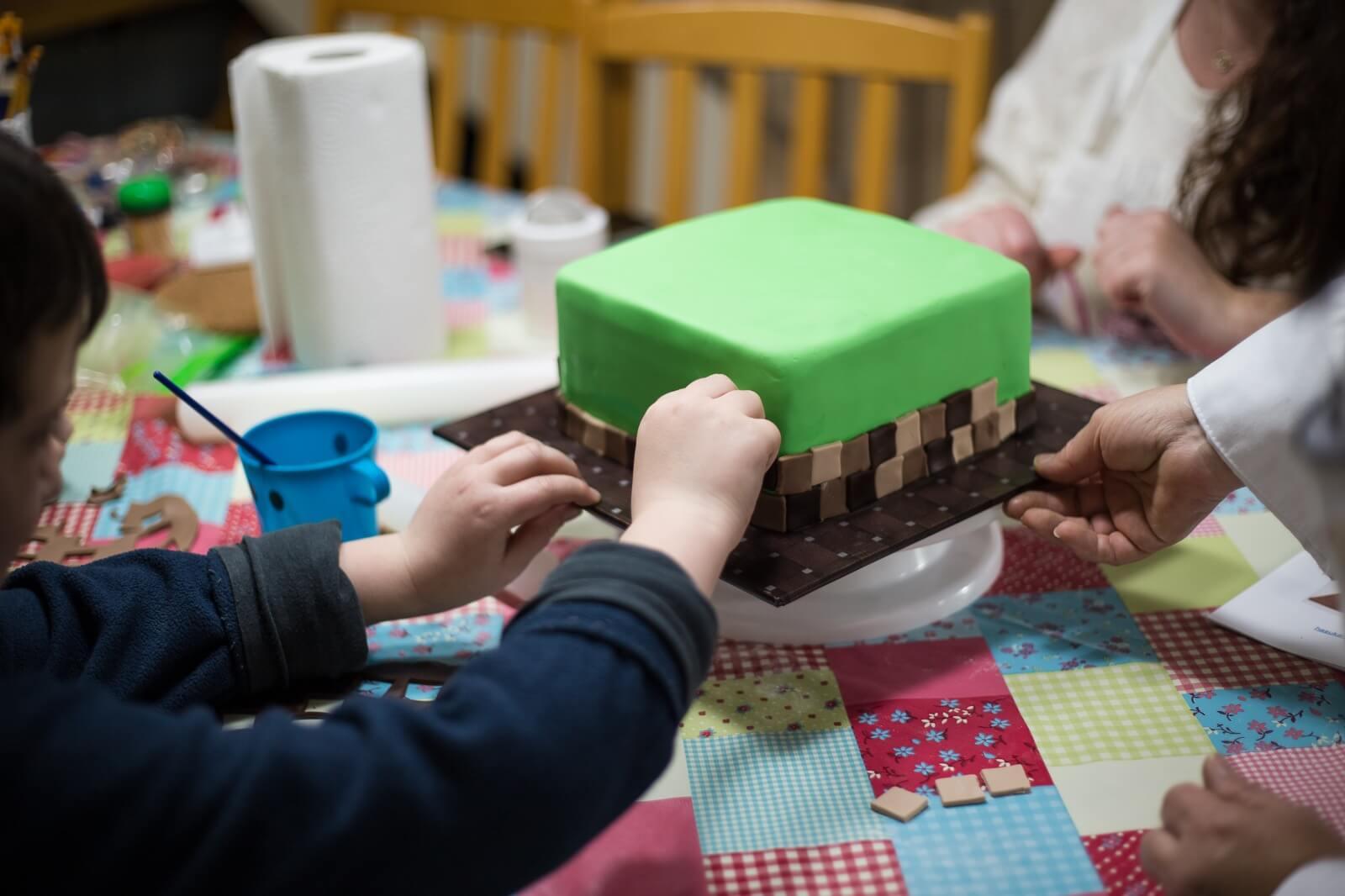 סדנאות לילדים: עיצוב בבצק סוכר, עוגה מיינקראפט - דורית יחיאל