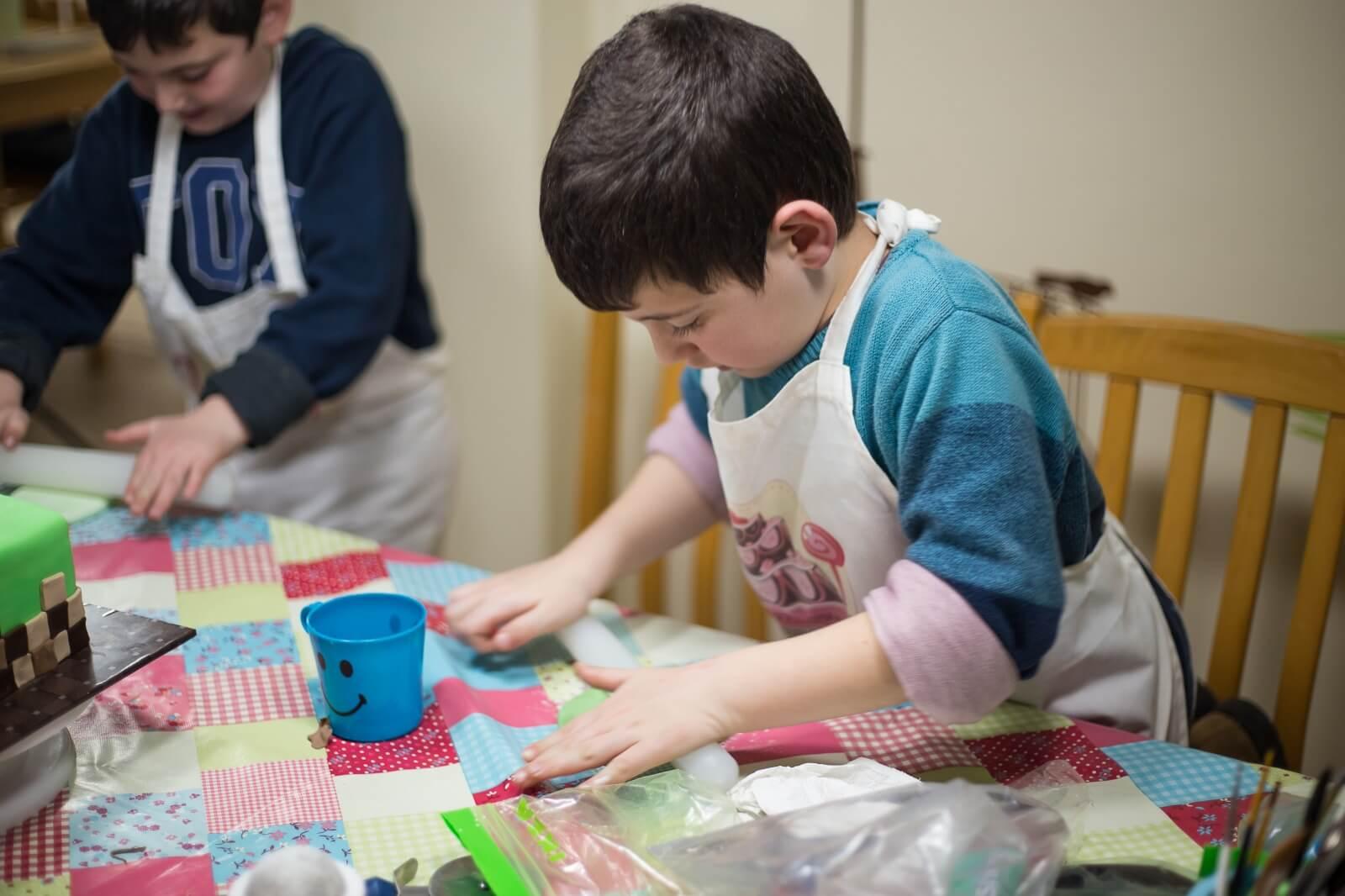 ילדים עובדים סדנת בצק סוכר - דורית יחיאל