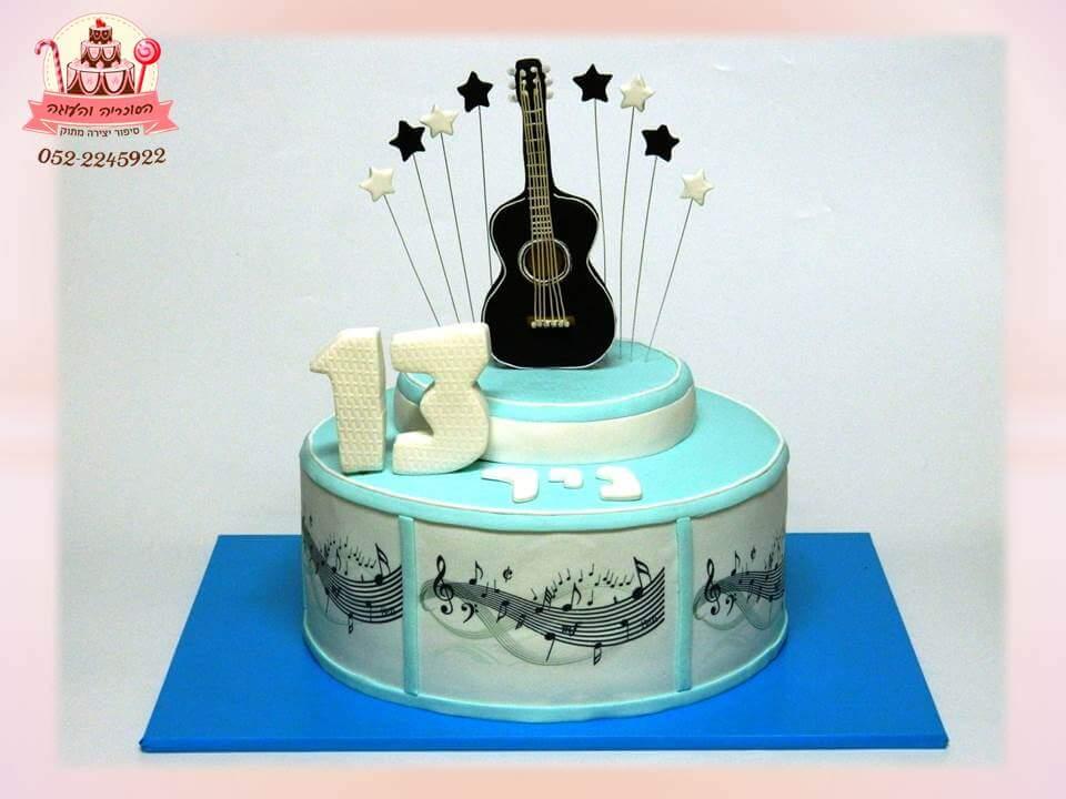 עוגה מעוצבת לבר מצווה עם גיטרה