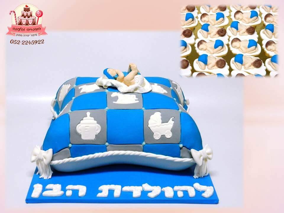עוגה מעוצבת לברית כרית כחולה