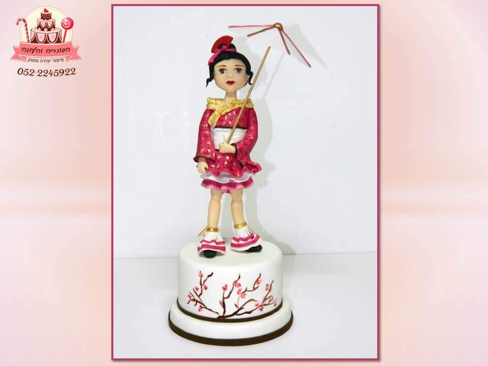 עוגות יום הולדת לבנות - דמות יפנית מבצק סוכר