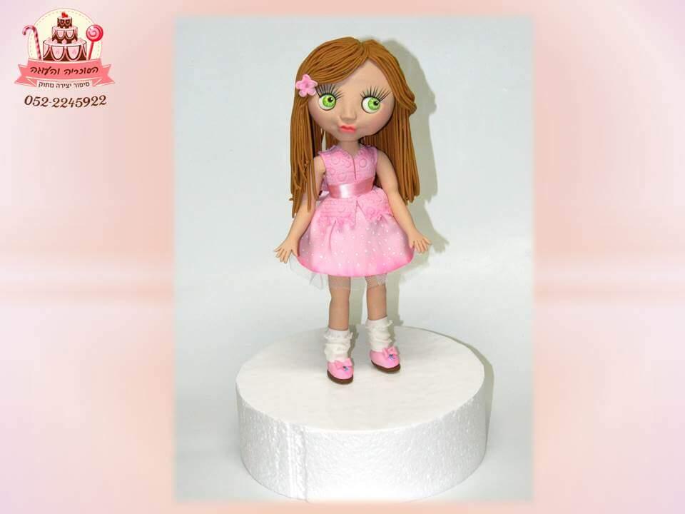 עוגות יום הולדת לבנות - דמות בשמלה ורודה מבצק סוכר